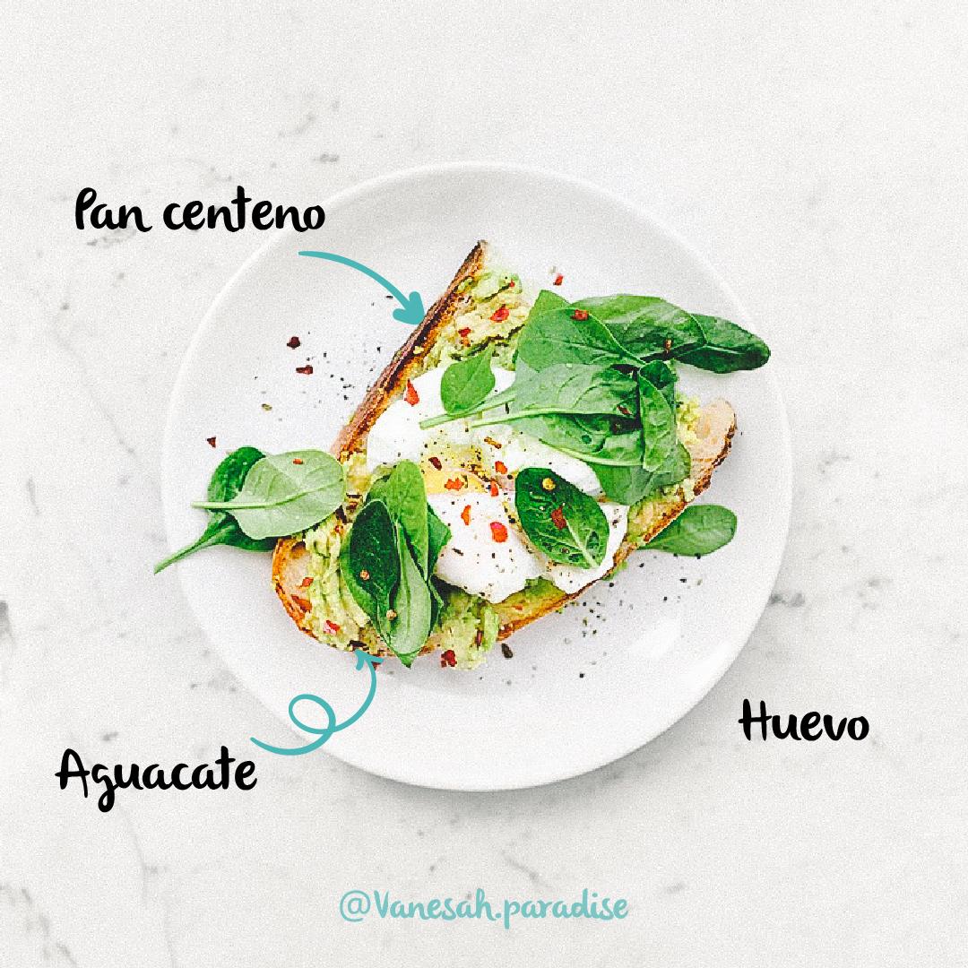 receta tosta vegetariana con huevo poche y aguacate